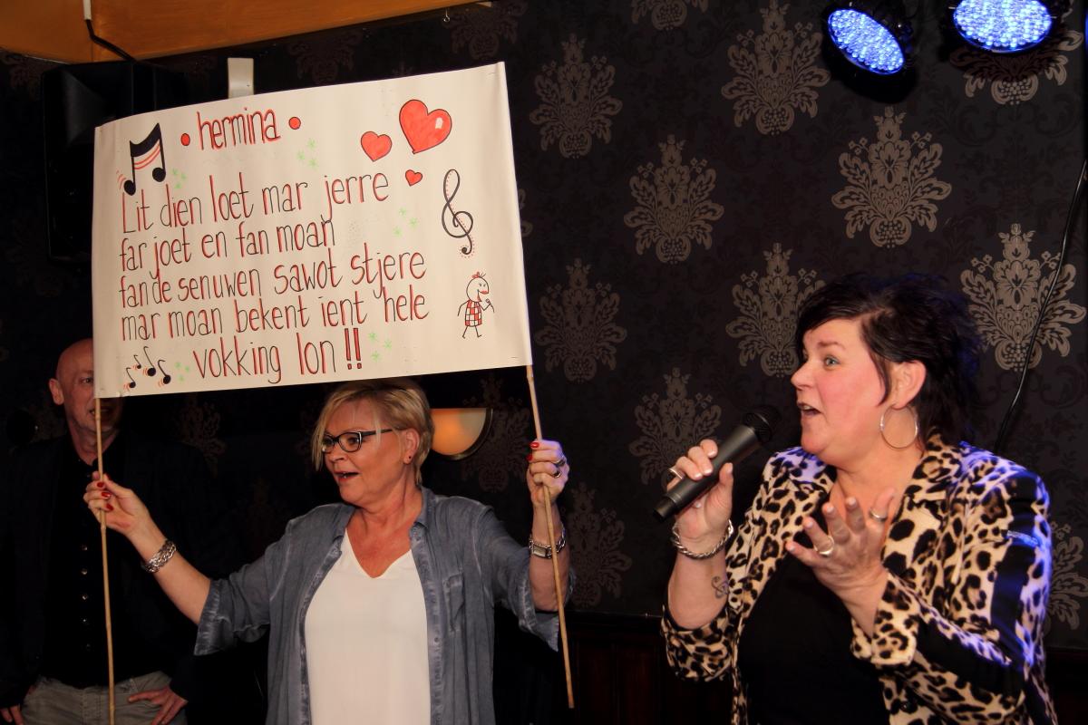 Hermina Noordstra; ondersteuning  op doek